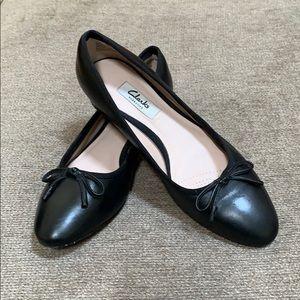 Clarks Low Heels (black)